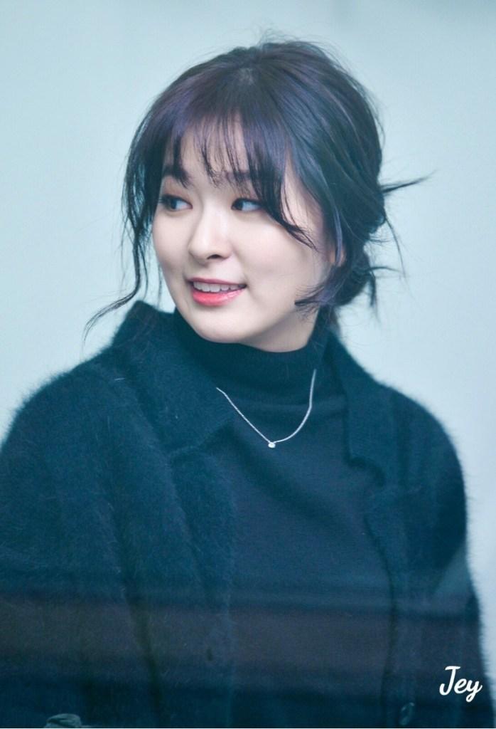 korea-korean-kpop-idol-girl-group-band-red-velvet-seulgis-messy-updo-easy-updos-bun-hair-for-girls-hairstyles-kpopstuff
