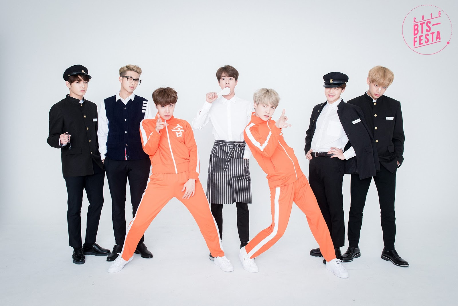 BTS-FESTA-2016-BTS-3rd-Anniversary-Real-Family-Picture-19