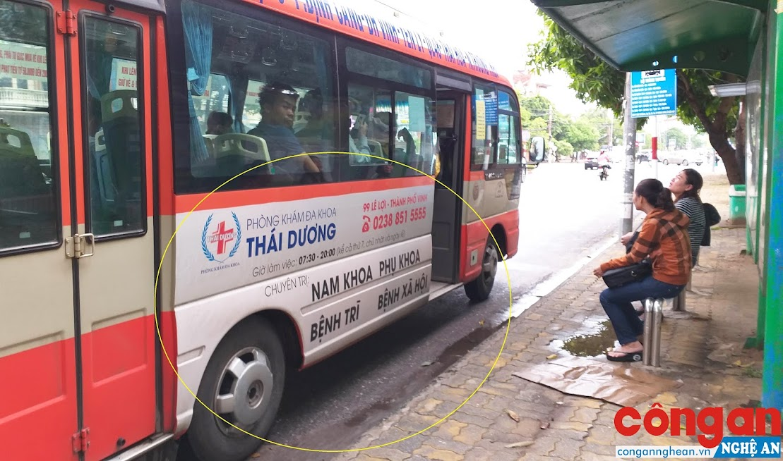 Phòng khám đa khoa Thái Dương đã bị thu hồi giấy phép hoạt động nhưng các hãng xe buýt vẫn không gỡ bỏ nội dung quảng cáo cho đơn vị này