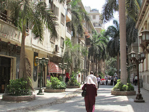 Photo: salgo a dar una vuelta por el centro y me encuentro con esta peatonal arbolada