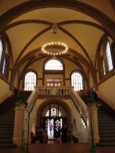 Photo: A könyvtár épületének aulája