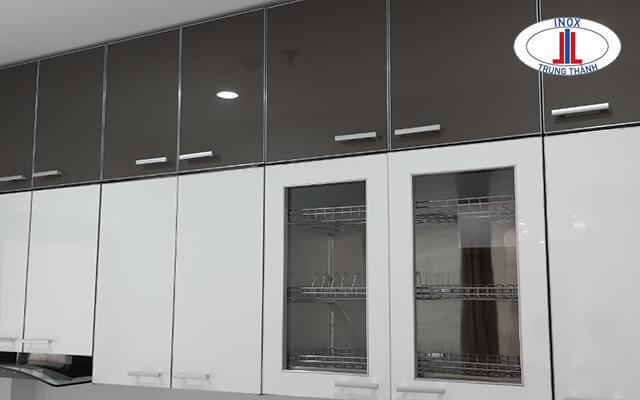 Tủ bếp nhựa trắng - đen