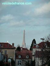 Photo: L'incroyable vue de la tour Eiffel depuis la forêt de Meudon, à 7 km de la Tour Eiffel - guide balade à vélo de Meudon à Sceaux par veloiledefrance.com