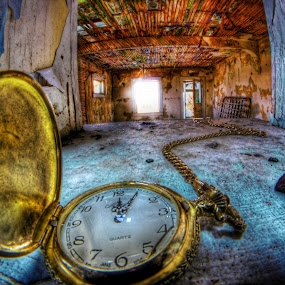 Lost Time by Eric Demattos - Artistic Objects Jewelry ( pocket watch, watch, gold, abandoned )