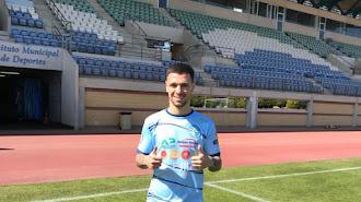 El nuevo jugador celeste posando en Santo Domingo.