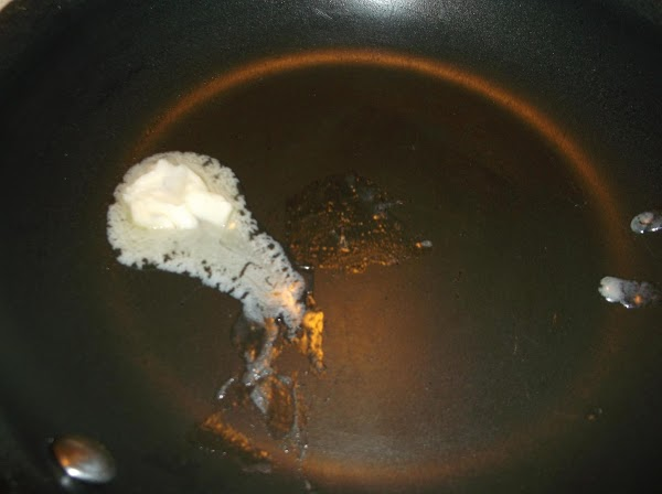 In medium nonstick skillet, melt 1/2 tablespoon butter over medium/medium-high heat.