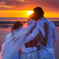 Fotógrafo de casamento Dmitrij Tiessen (tiessen). Foto de 22.08.2017