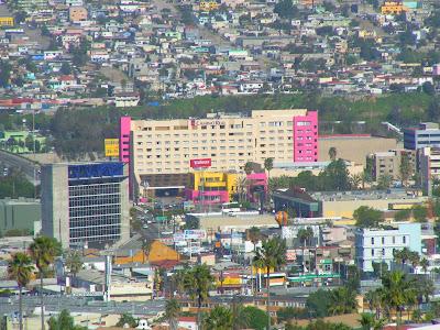 Desde Tijuana con Amor: Panorámica de Tijuana ++ Zona Rio y al fondo la Col. Libertad