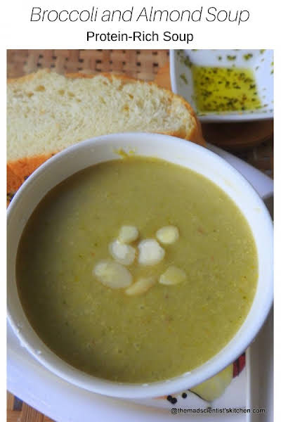 Protein-Rich Broccoli and Almond Soup