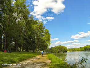 Photo: L'île de Berceau à Samois sur Seine, une ile accessible seulement à pied ou à vélo - E-guide balade circuit à vélo sur les Bords de Seine à Bois le Roi par veloiledefrance.com.
