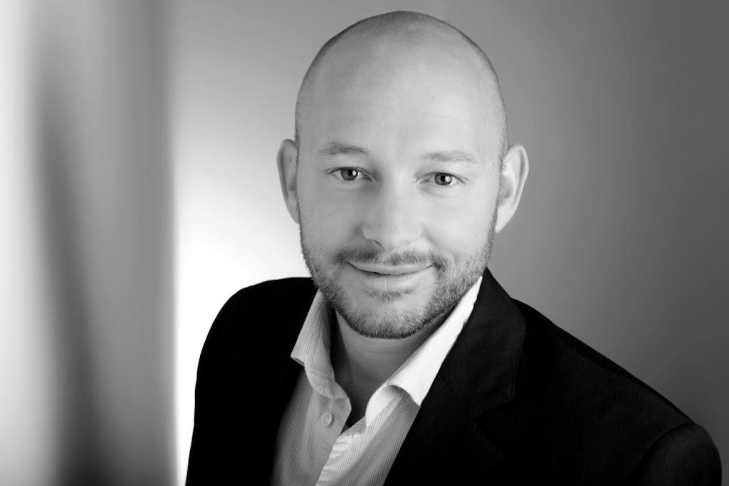 Marcel ist einer der erfolgreichsten Onlinemarketing-Trainer im deutschsprachigen Raum. Mit über 200.000 Teilnehmer und 10.000 Coaching-Kunden ist er einer der führenden Experten im Online-Direktmarketing