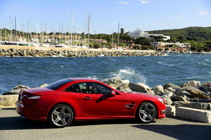 Photo: The SL63 AMG in Le Mans Red