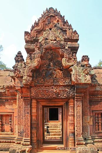 Бантей Срей, дальние храмы Ангкора
