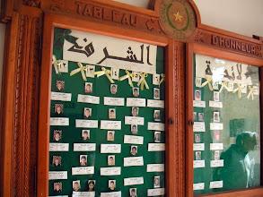 Photo: Tableau d'honneur, à l'entrée du collège des Frères à Jérusalem