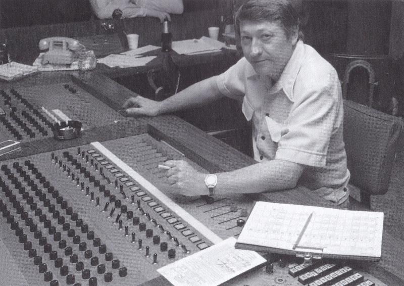 Scotty Moore studion äänipöydän takana