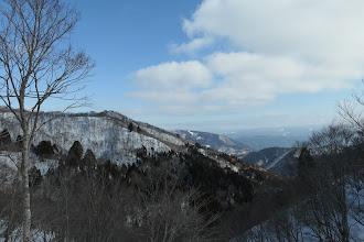 気がつくと徳平山(中央左)が遠くに