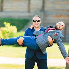 Wedding photographer Vitaliy Syromyatnikov (Syromyatnikov). Photo of 01.10.2017
