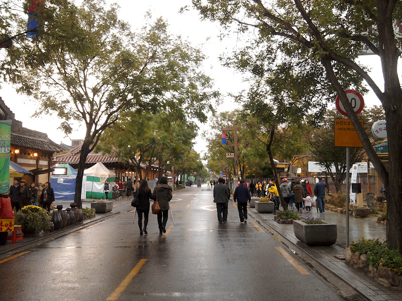Photo: Po Seulo ši rami gatvė tiesiog priminė Palangą. tik jūros niekur nebuvo.
