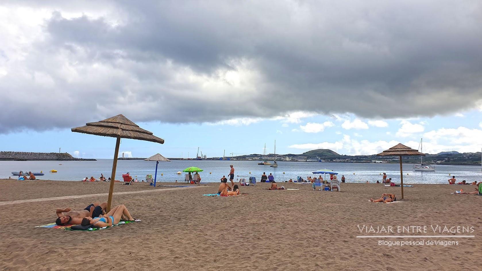 Experimentar o extenso areal na Praia da Vitória, na ilha Terceira