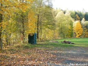 Photo: Potok s granáty je zde lemován linií stromů (24.10. 2015).