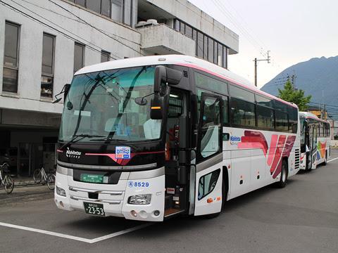西鉄高速バス「ゆふいん号」 8529 由布院駅前バスセンター到着
