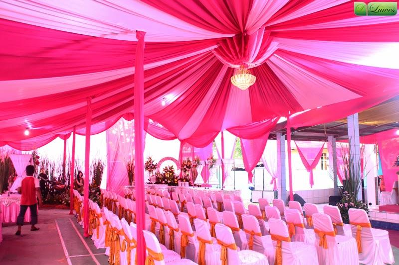 Tenda pernikahan resepsi di rumah