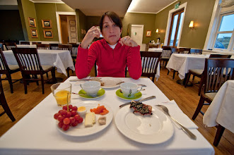Photo: Nos levantamos, y a desayunar! El desayuno bastante bien, algo que ya empezaría a ser normal se puede apreciar en la foto: estar solos. Algo curioso era la siempre presencia de salmón y pescados ahumados y en escabeche en los desayunos.