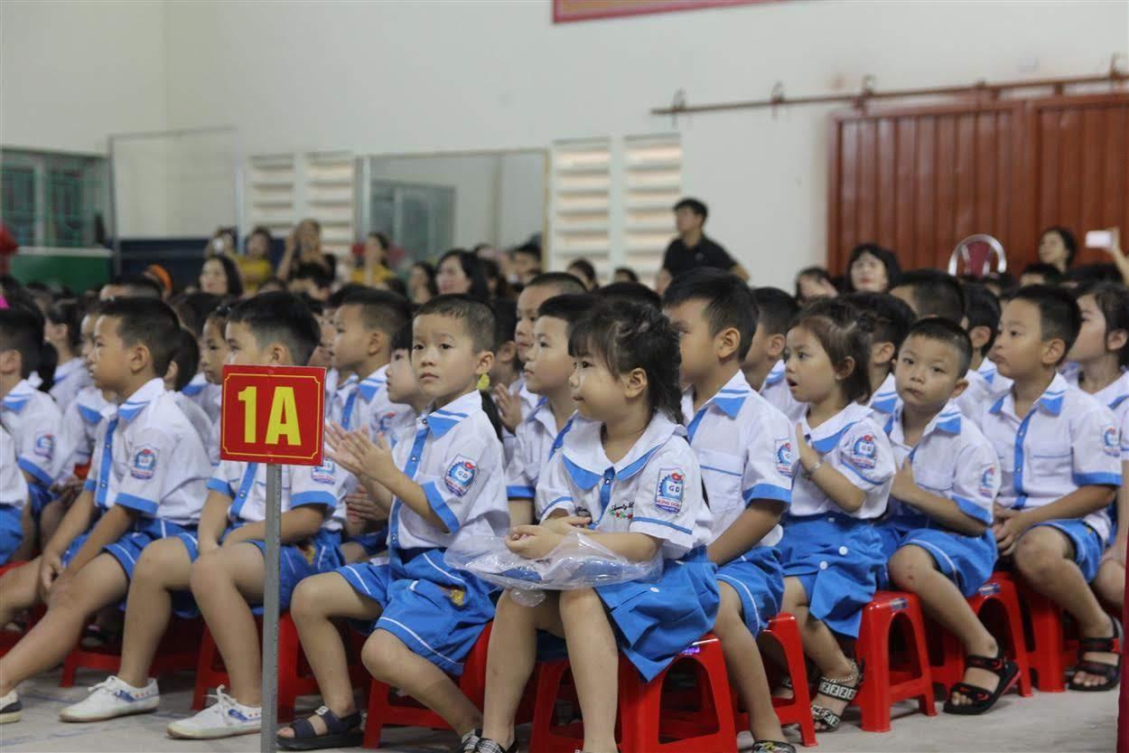 Các em lớp 1 – lần đầu tiên được dự lễ khai giảng với nhiều cảm xúc