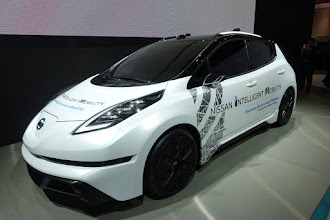 Photo: Nissan's new LEAF concept with fancy side-view mirrors and sensor arrays around the vehicle.