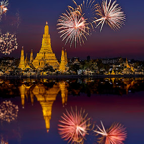 Fireworks@Wat Arun  by Senthil Damodaran - Travel Locations Landmarks ( landmark, famous landmarks, tourist, location, sunset, wat arun, fireworks, travel, photography, night, lights )
