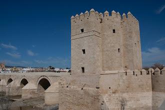 Photo: Torre de la Calahorra und ein Teil der Puente Romano