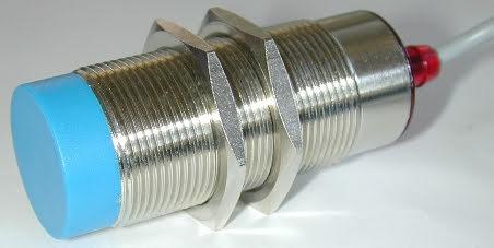 Induktiv givare M30, NPN, NO, känselavstånd 15 mm, oskärmad, kort modell, K-kontakt