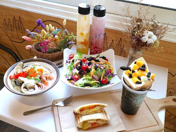 T&F 手作吐司-安平店:芒果咬吐司,新鮮芒果甜又水,最新推出海鮮鍋燒麵,滿滿每日直送海鮮配料,讓海鮮控吃了大呼過癮|夏季新菜單,安平店限定