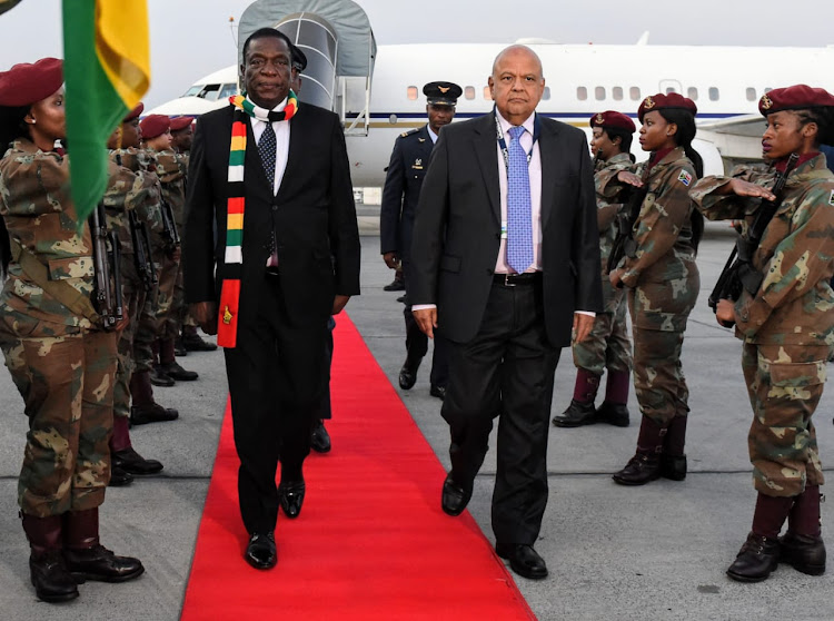 Zimbabwe's President Emmerson Mnangagwa is welcomed into the country by public enterprises minister Pravin Gordhan.