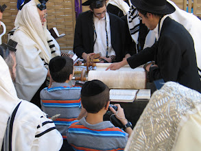Photo: Jérusalem : mur occidental, sortie de la Torah