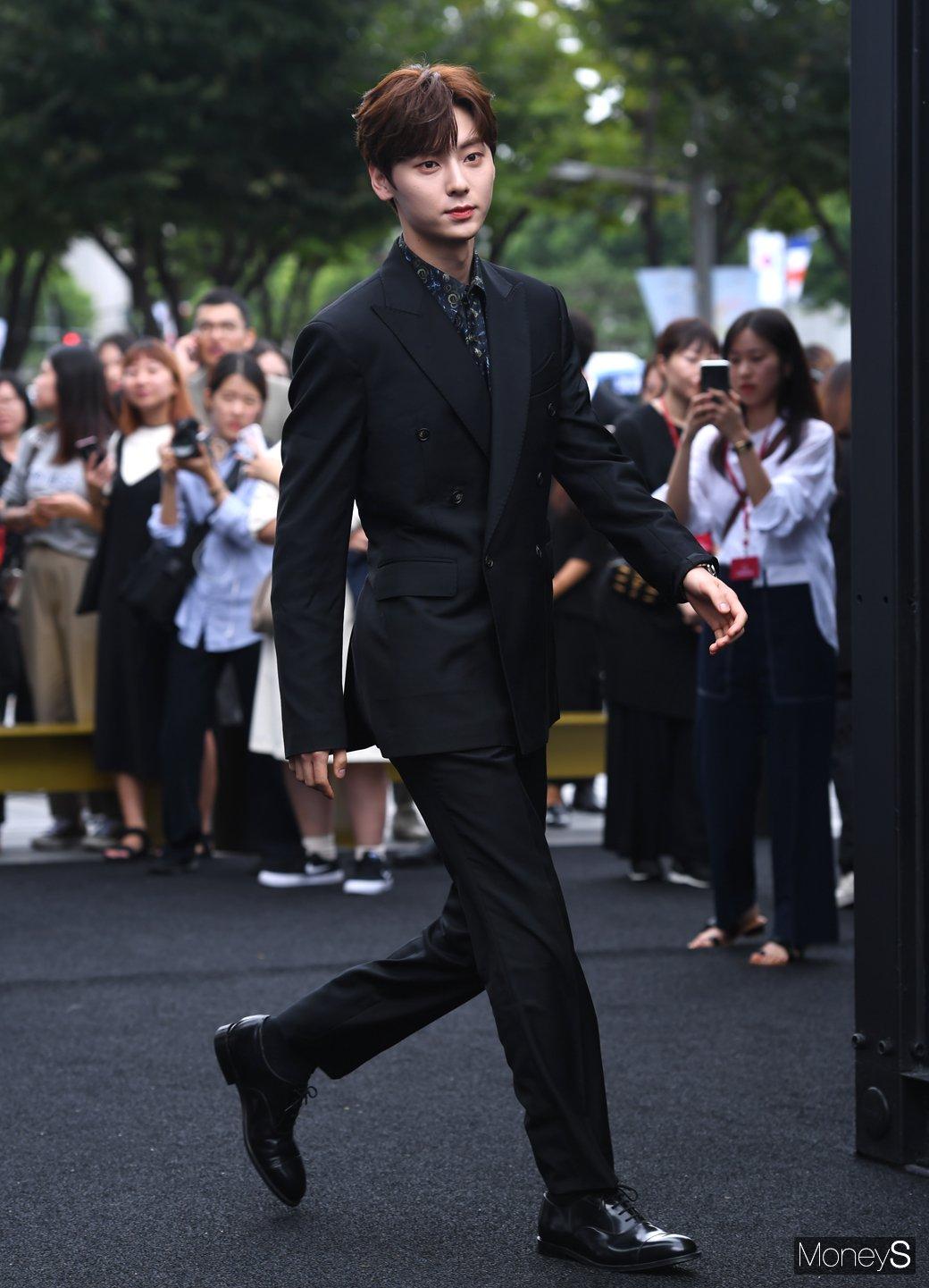hwang minhyun suit 3