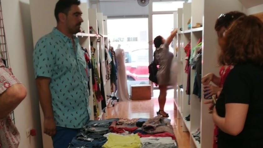 Alejandro Vilar  promotor de la  tienda de ropa  usada.