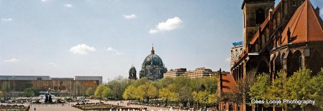 Photo: Berlijn. Marx-Engels-Platz.