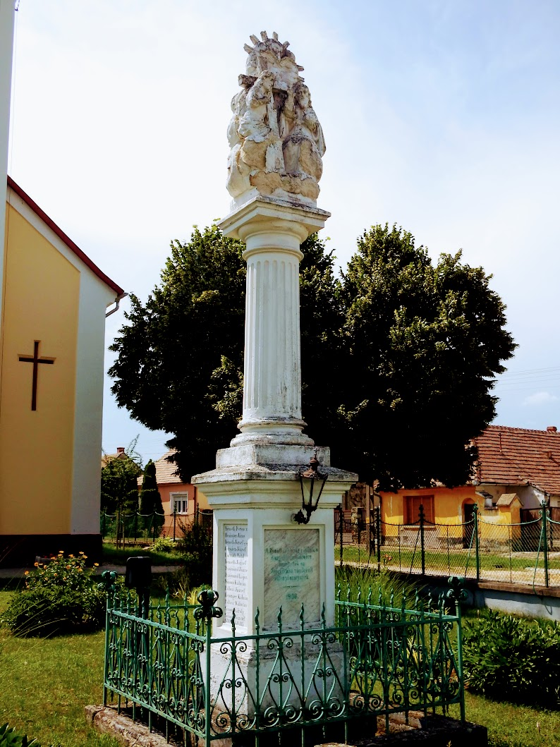 Sótony - Szentháromság-szobor (Kivándoroltak emlékműve)