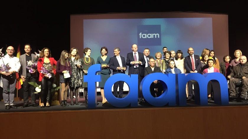 Premiados y representantes de las distintas asociaciones tras la entrega de los FAAM de Oro.