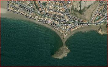 Photo: En dag i Mars tar vi en lång promenad utmed denna strand, observera udden, bilder därifrån inne i albummet