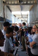 Photo: Na de ochtenddienst en een lezing over het Kairosdocument gingen we zelf kijken in een checkpoint.