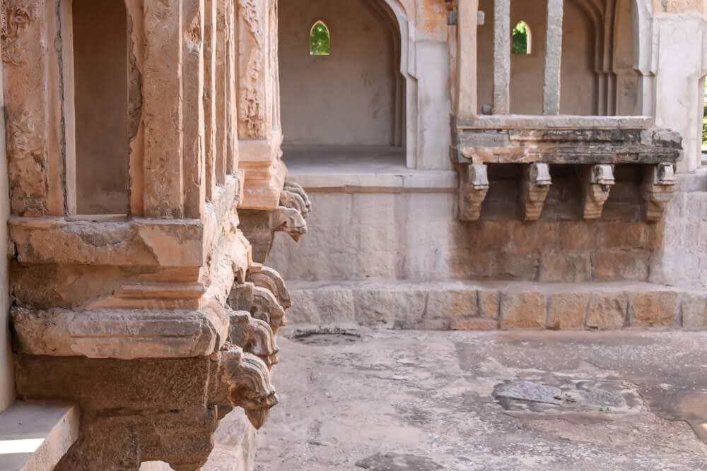 queens+bath+waterducts+hampi+places+to+visit