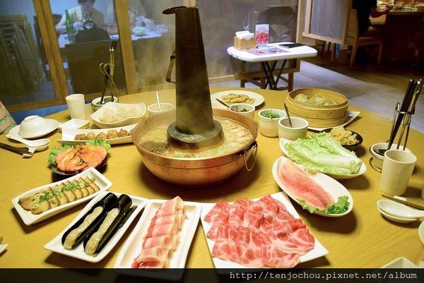 老舅的家鄉味 道地東北酸菜白肉鍋 麵食點心也很推薦!