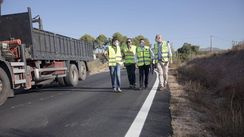 Visita a la carretera donde se realizan las obras.