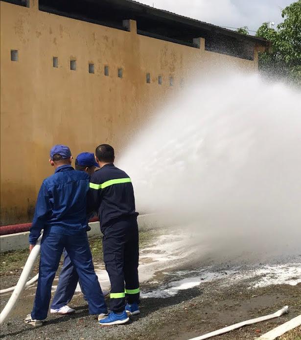 Sử dụng lăng đa tác dụng tạo lớp màng nước làm giảm nhiệt độ vùng cháy