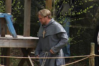 Photo: Prästen tågar in