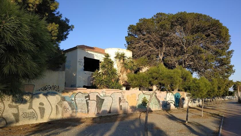 Edificio que tendrá que demolerse para hacer el Museo de la Vega