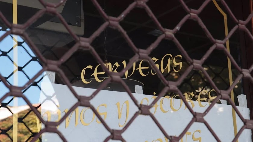 os comercios no esenciales y la hostelería se cerrarán en 33 municipios almerienses
