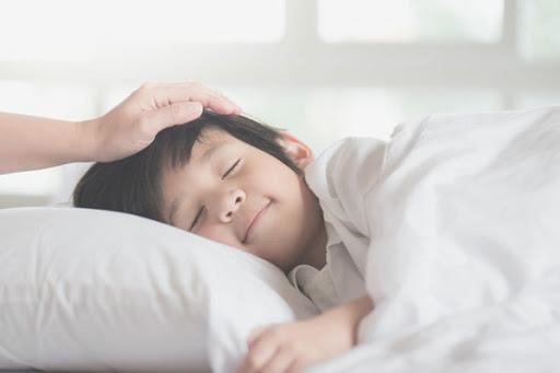 Nên và không nên làm gì để trẻ ngủ ngon - Hinh 1